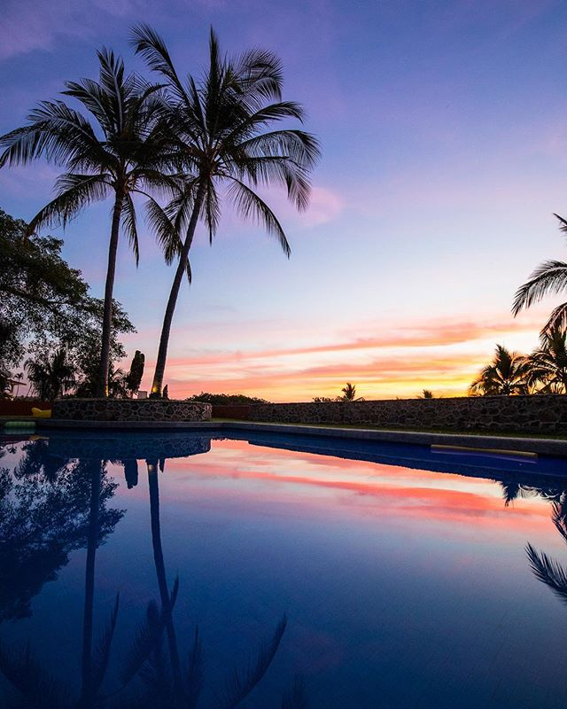 Our most favorite Mexican sunset yet! 📷: @photomeister @societyofeverywhere . . . . . #sayulita #mexico #mexicosorprendente #viajesenmexico #vidamex #pueblosmagicos #thevisualgrams #mytinyatlas #passionpassport #travelon #trulyamazingplaces #societyofeverywhere