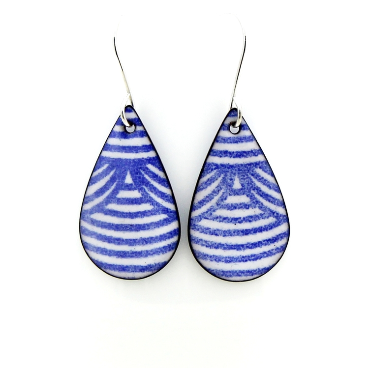 Pattern+Teardrop+earrings+blue+-+white+front.jpg