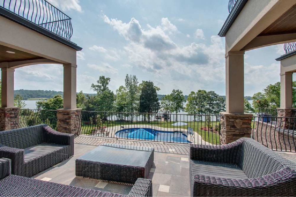 75harbordrivebackpatio.jpg