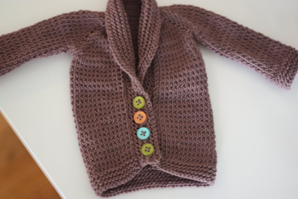 Baby Sweater Knitting Pattern from paintinglilies.com #knitting #knit #yarn #freepattern