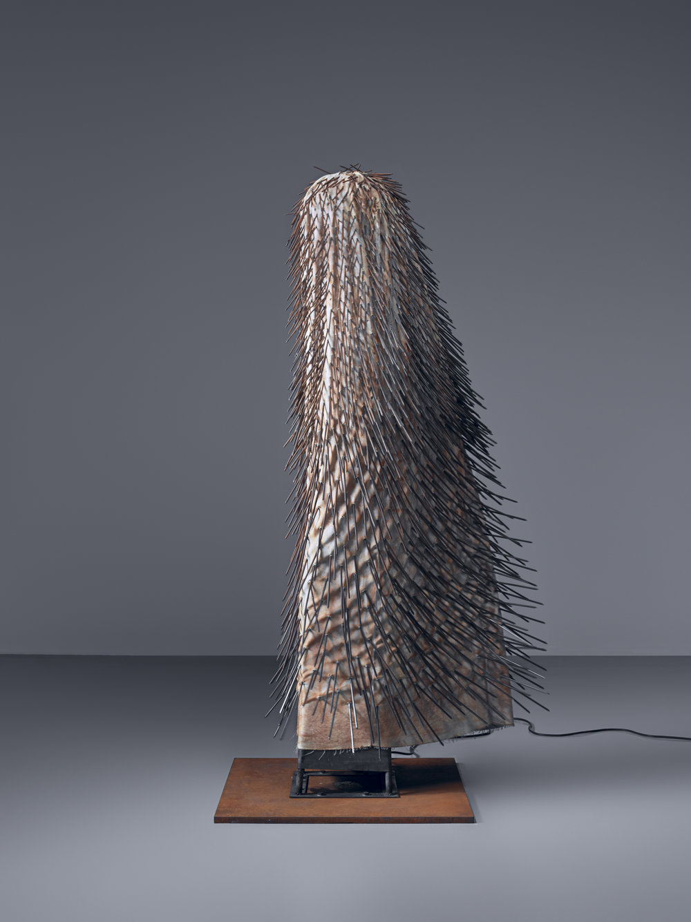 Günther Uecker New York Dancer I, 1965 Nails, cloth, metal, and electric motor, 200 × 30 × 30 cm Guggenheim Abu Dhabi © Günther Uecker Photo: Erik and Petra Hesmerg © Guggenheim Abu Dhabi
