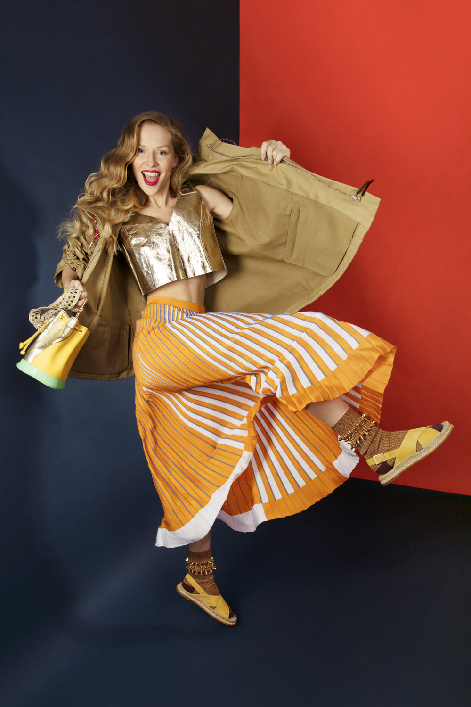 Beige jacket: Marni  Top golden: Malloni Pleated skirt Orange: MRZ Suede sandals ocher / yellow: Paloma Barcelo Shoulder bag: IS