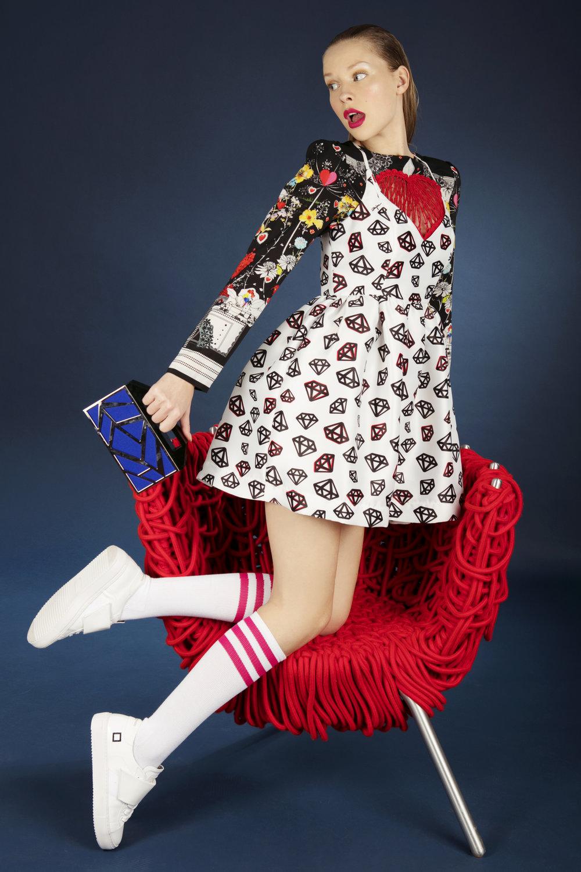 Short white fancy dress: Mangano Black fantasy blouse: Piccione piccione White shoes: D.a.t.e Blu Pochette: Avril