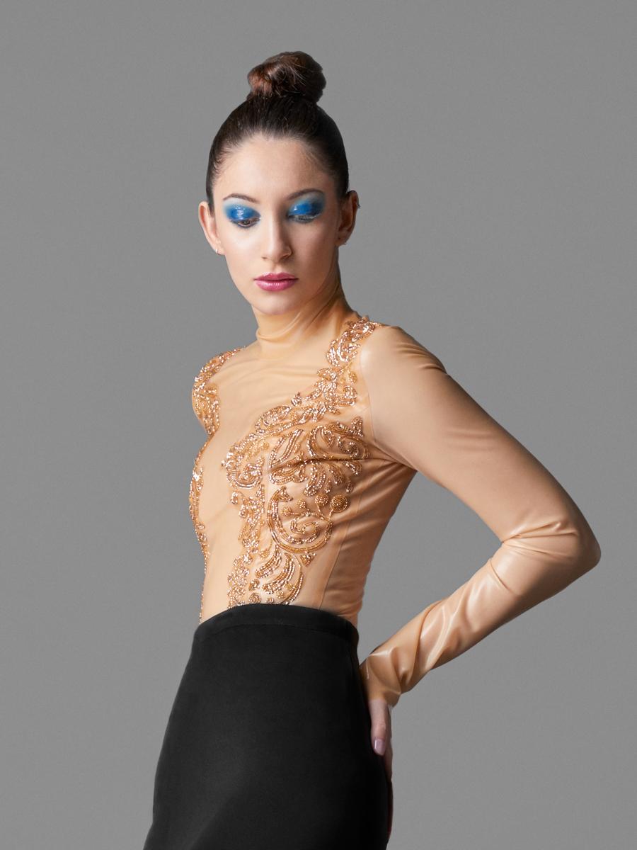 Body látex………………………………………….MadRubb  http://bit.ly/2p7vrfD  Falda………………………………………………..Yvan Andreu  http://bit.ly/2qjcc0g