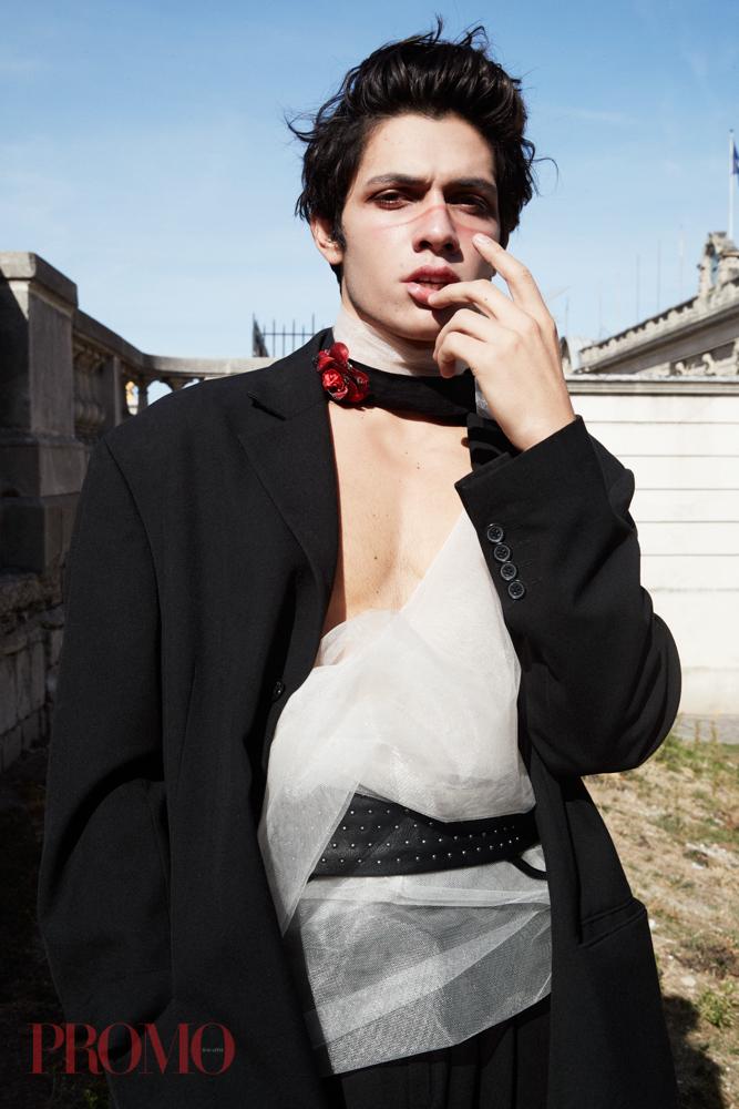 Suit Jacket:Vintage  Choker:Daymare  Black Trousers:Vintage  Belt:Freep Star