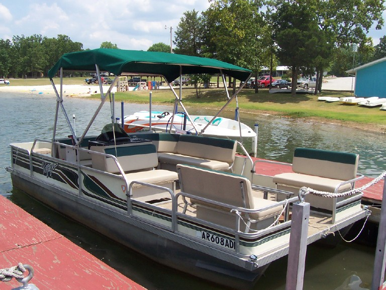 24ft Pontoon - Maximum 8 People