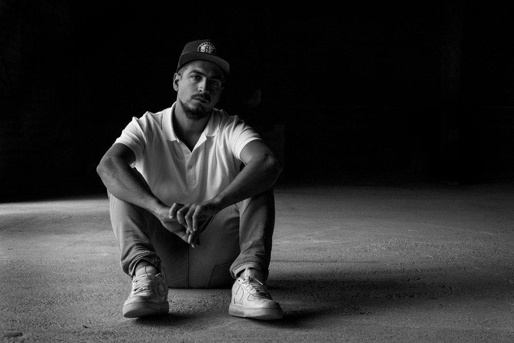 """Farath Beats - """"Conocí la música de ToteKing por su participación en el tema 3 hombres y un destino del disco Desde los Chiqueros de SFDK allá por el año 2001. Desde aquel entonces he seguido su carrera bastante de cerca y a mi entender es un MC con mayúscula, que no ha parado de crecer ni de subir el listón del rap de habla hispana. Su preocupación por elevar el nivel de la rima se nota y se disfruta en cada trabajo y a mi gusto Lebron es su mejor trabajo al momento a pesar de que tengo a su disco Un tipo Cualquiera en mi top ten de discos de rap en castellano. Es un artista que me hace recuerdo de cuanto amo el Rap cada vez que lo escucho""""."""