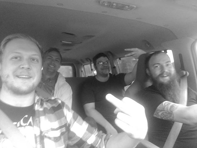 On our way to the Garage in Ventura. It's going to be a good night. #treemachines #ventura #goodmusic