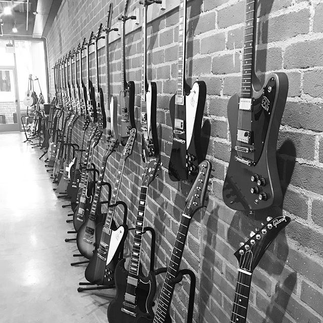 That's a lot of Gibsons, but not a single midtown classic. Hanging out at @gibsonguitarsusa show room in Beverly Hills for the @lostinspace soundtrack release party. #lamusicscene