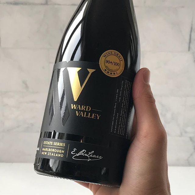 🍷👌 . . #nzwine #wardvalleyestate #wardvalley #wine #pinotnoir #marlborough #newzealand #nz #sommelier #vineyard #winery #winebrand #instawine #winelabel #winegram