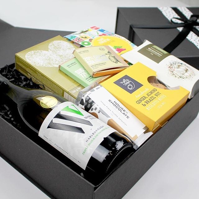We're excited to be working with @spoilmegiftsnz! A gift box company with a difference. Their Gift Boxes are current, on trend and most importantly Meaningful! Check them out next time you're looking for a corporate gift, or something special for that 'hard to buy for' person.⠀ .⠀ .⠀ #spoilmegiftsnz #giftbox #gifting #corporategifts #corporategifting #brighteningupmyday #sunshine #almostfriday ( #📷 @spoilmegiftsnz )