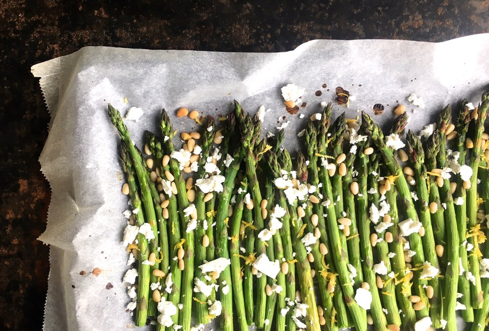 baked asparagus with feta pinenuts