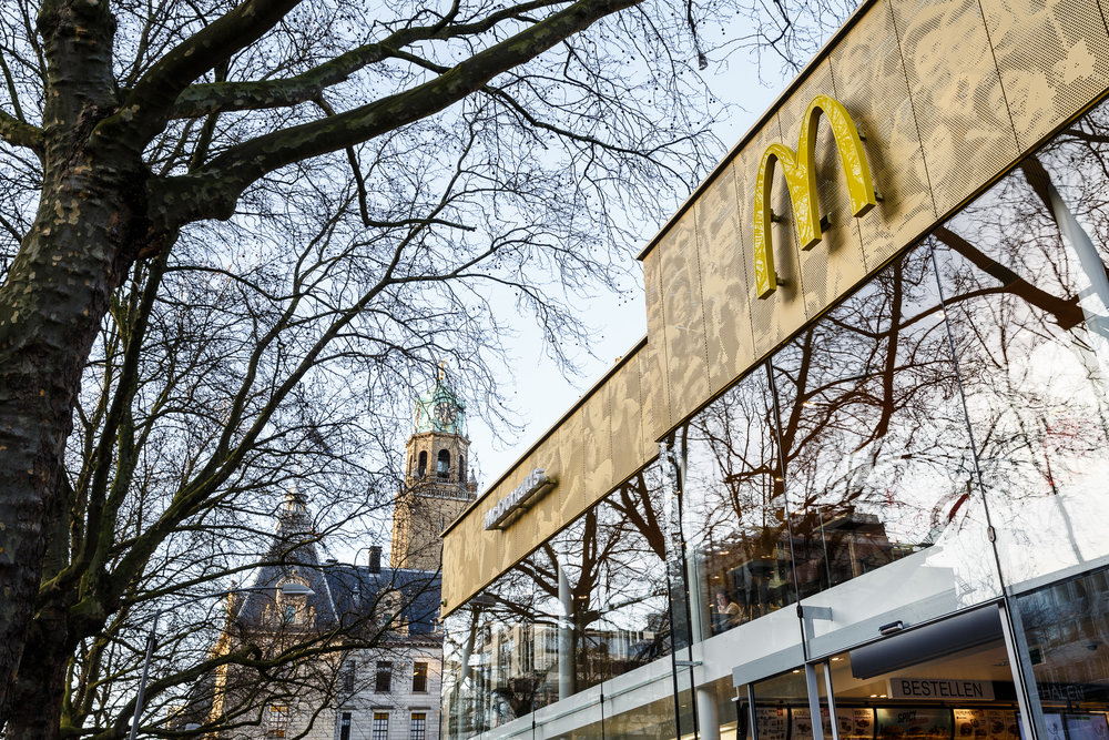 20150327 McDonalds Coolsingel exterieur 03.jpg