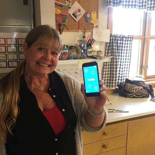 Alltid like gøy å besøke brukerne våre! 👏 se så blid en blir av å teste FamWeek 😜 Takk for gode innspill fra Anita Jarneid Fredriksen ved Fagerheim Skoles SFO!