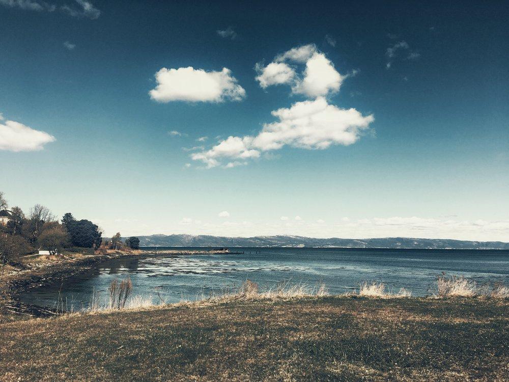 Ladestien - Trondheim. Hvor foråret begynder. Og venskaber <3 I øvrigt så ligner den ene sky en Pac-Man, der er ved at spise den anden sky.