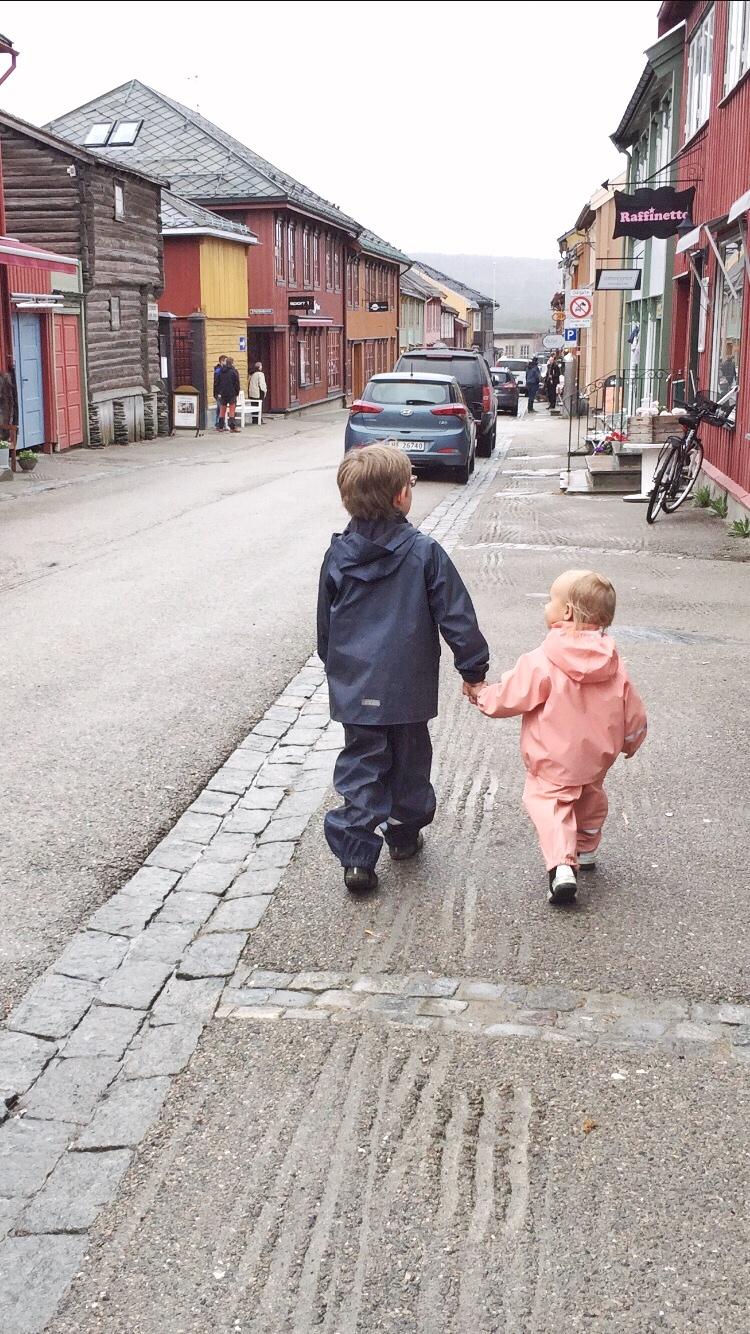 Julie ag blog julieag.dk børn på tur Røros expat blog