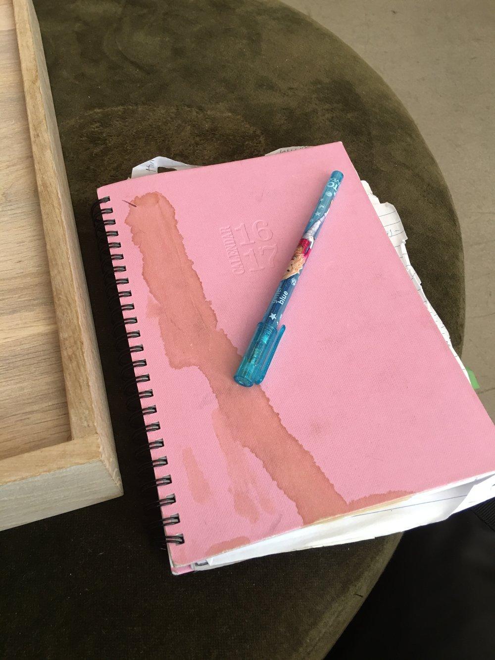 Et fuldstændigt ufiltreret foto af min lommebog. Som jeg elsker. Og som farver - selv mit sind og min opfattelse af virkeligheden åbenbart!