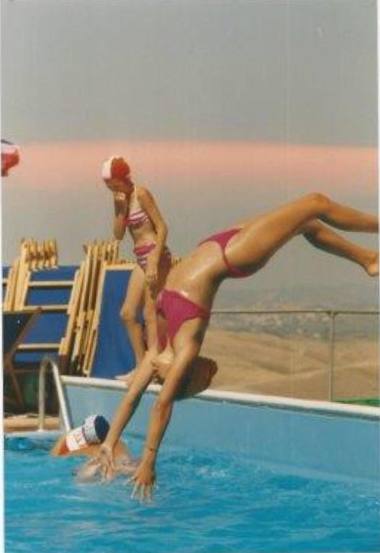 Gymnastik og vand i en god forening. #tb 90'erne på ferie i Italien. I en pool, hvor det var pålagt at have badehætte på. Vi elskede det os på 12 år.