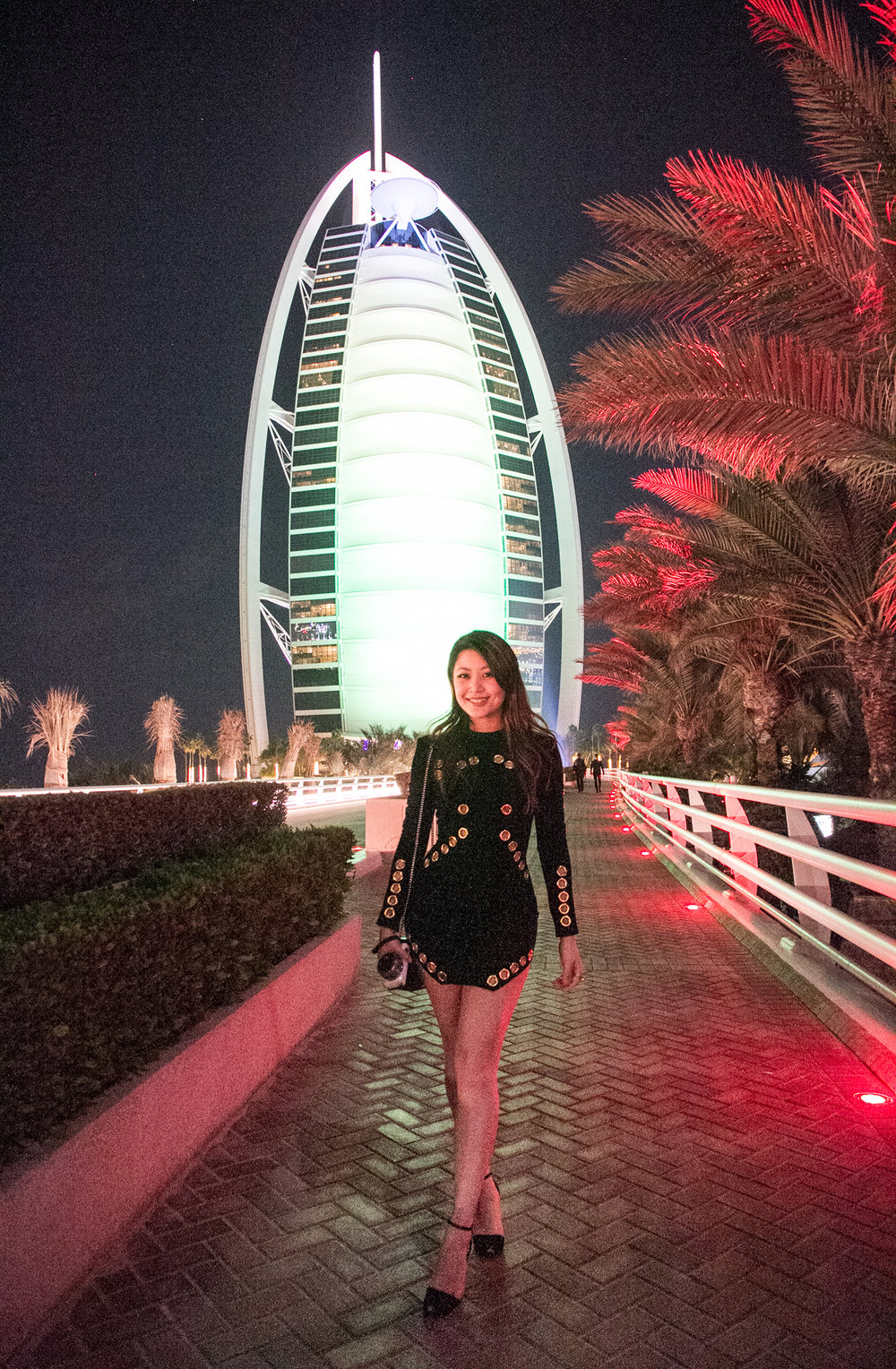 How to get into the burj al arab with 30 usd or less for Burj al arab reservation