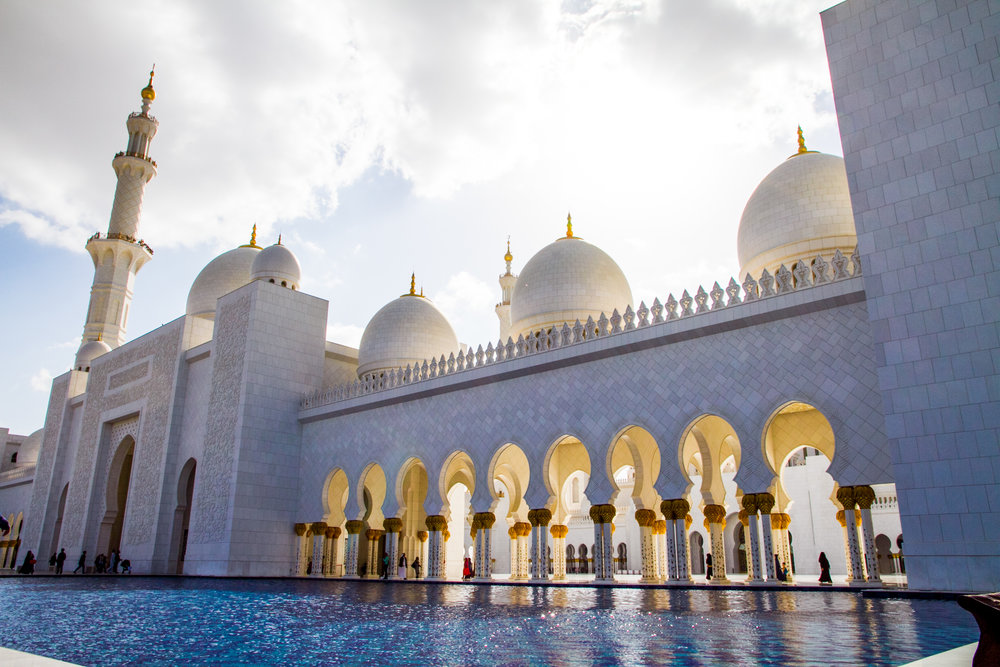 abu dhabi grand mosque water mirror