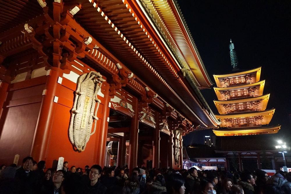 tokyo sensoji new year's eve countdown heelsonthego
