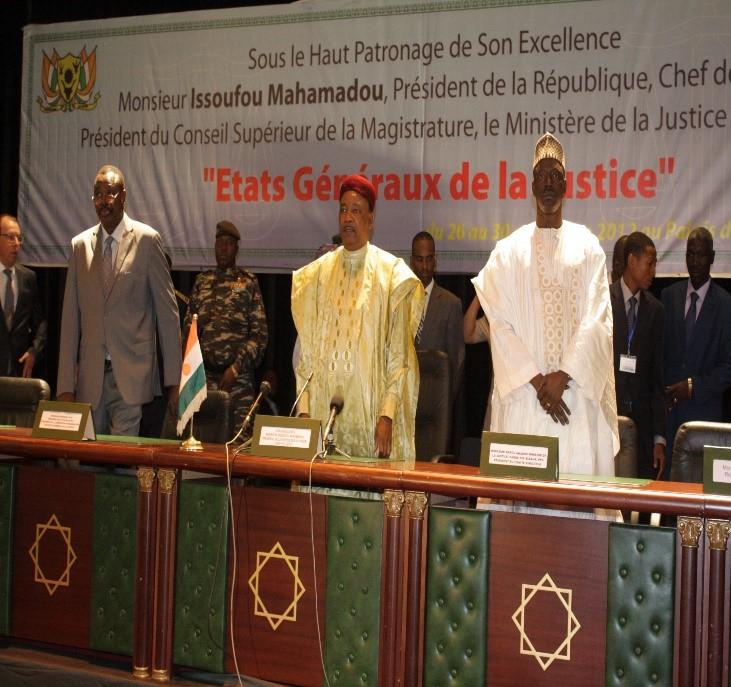 PR Issoufou et le Ministre de la Justice.jpg
