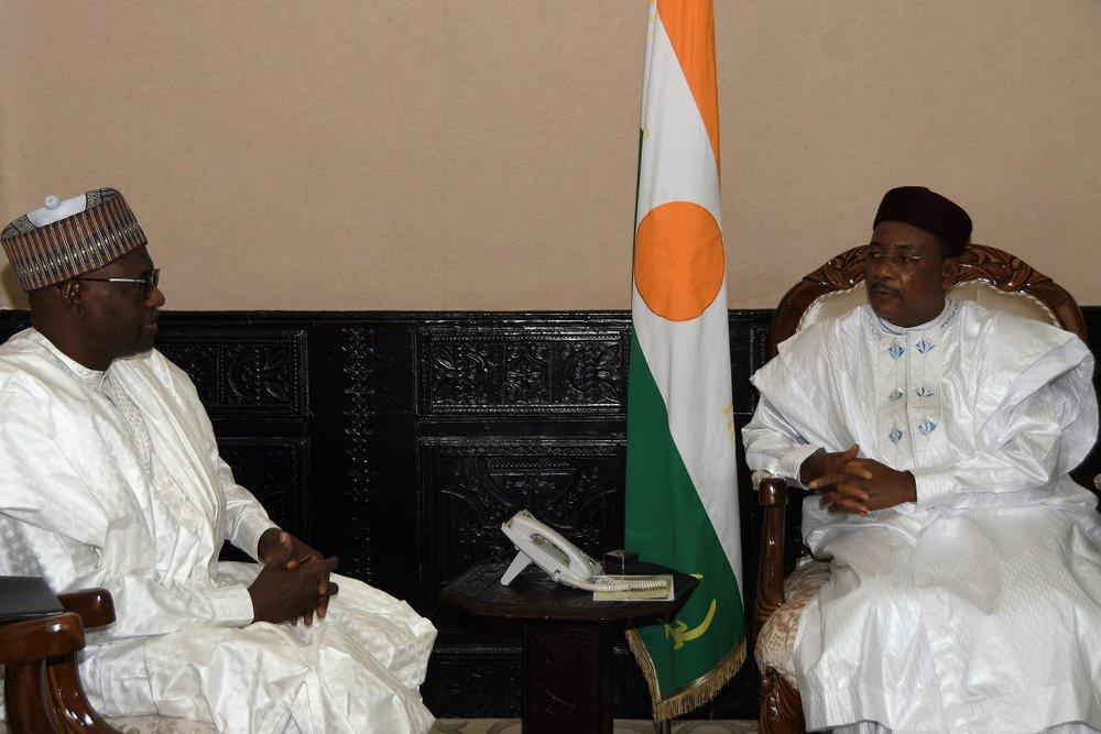 PR avec l'ambassadeur du tchad 2.JPG