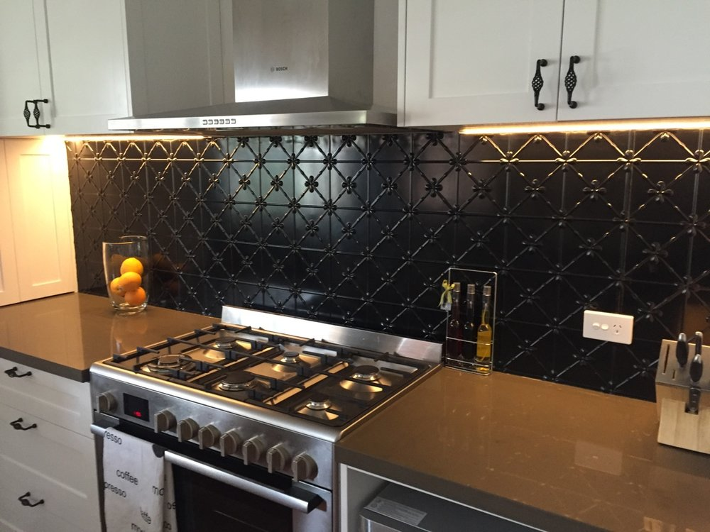 CLOVER PRESSED METAL SPLASHBACK - BLACK