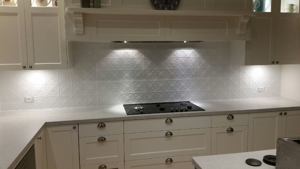 CLOVER PRESSED METAL SPLASHBACK - PEARL WHITE