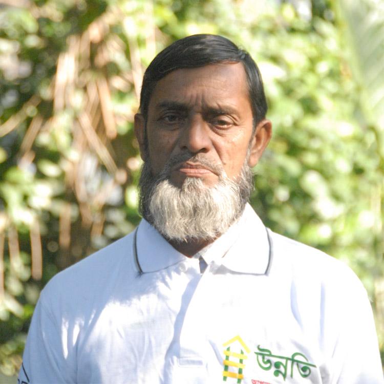 Abdul Razzak Molla Age: 64 Experience: 34 Years