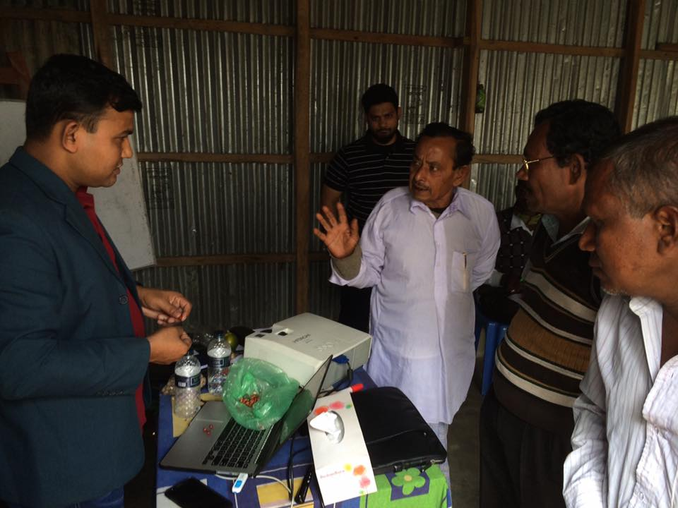 Narayan Biswash showcases his groundnut samples to our forward market partner, Faisal Mahmud, from ACI Foods.