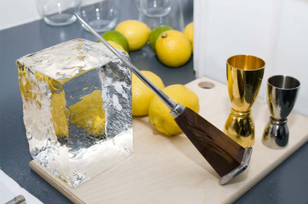 Speciality Ice - Gin & Whiskey Ice  - All About Ice Europe can supply ice in full blocks including chipping bars blocks we also supply ice shot glasses and larger Scotch & Gin ice cubes.