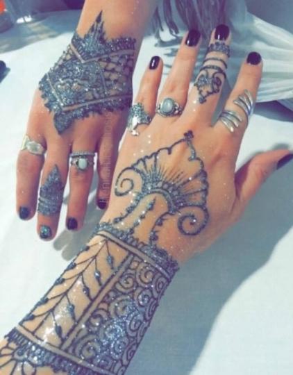 family_event_festival_henna_hands
