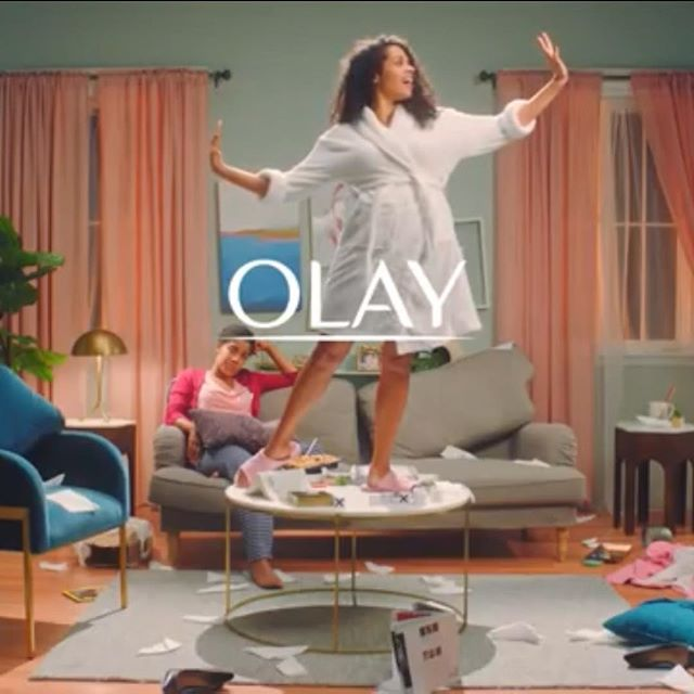 So excited to show off the set we built for  @olay's daily facials campaign💆🏽♀️💃🏼💁🏽♀️. Beautiful design by @roxymartinezmichaud decoration by @betsustudios really make our walls pop💥!