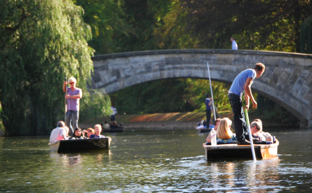 Two days ago in Oxford,a stone's throw from our office. Students punting in the glorious afternoon sunshine.