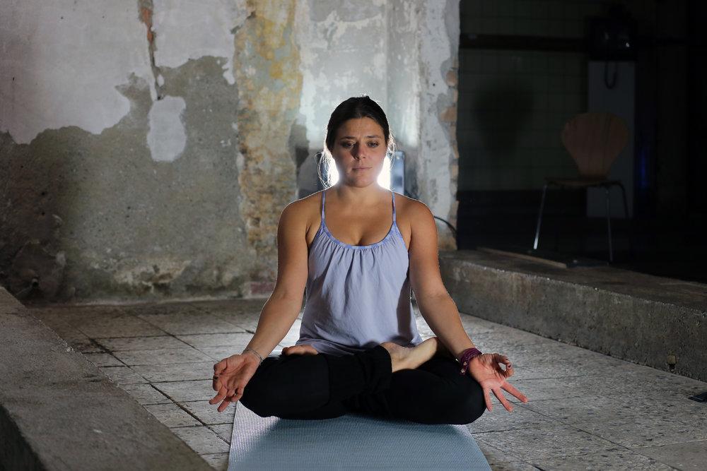 Yogaübung Gründerin