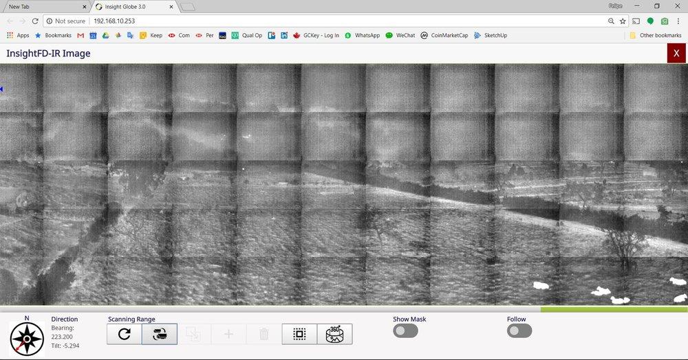 Visibilidade  - Esta é a mesma imagem ao lado, mas com a câmera térmica onde é possível verificar alguns pontos claros no morro ao fundo no centro da imagem.