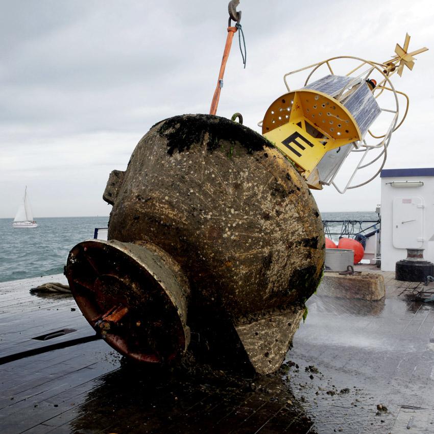 Chaque balise pèse entre 9 et 15 tonnes
