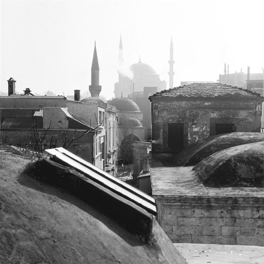 Sur les toits d'un caravanserail à Istanbul
