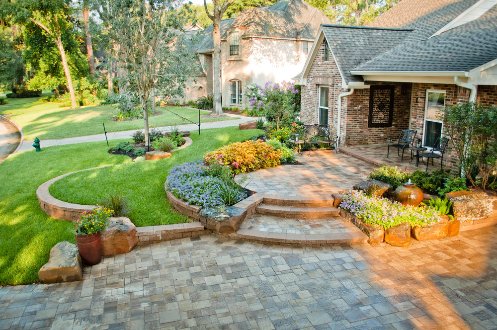 Front yard by Mirror Lake Designs
