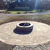 Circle Patio w/ Firepit