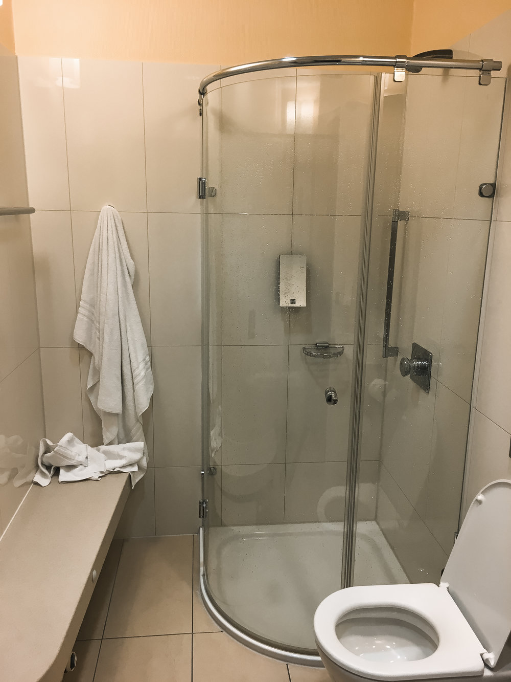Frankfurt Lounge Shower