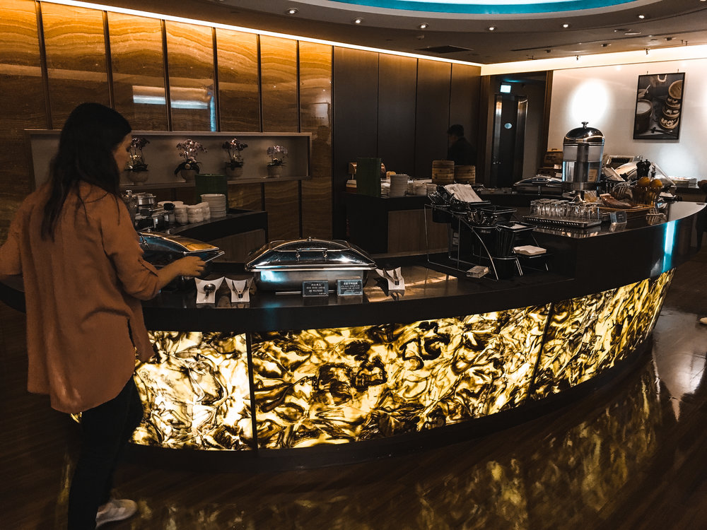 Food Spread aNd buffet in EVA lounge in Taipei