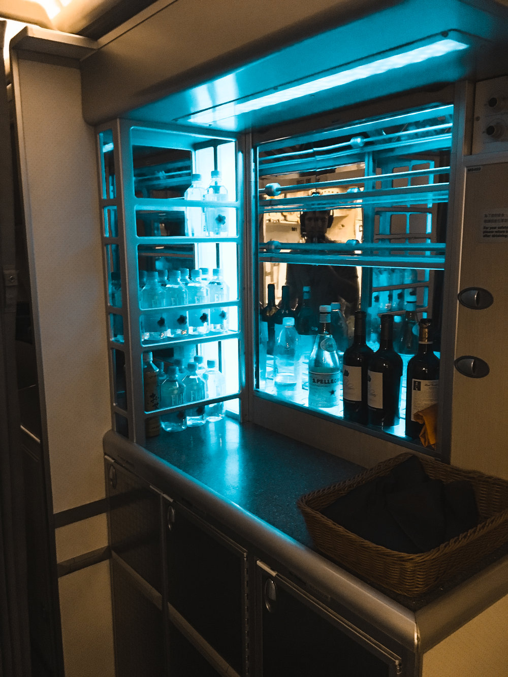 Business Class Walk-up bar