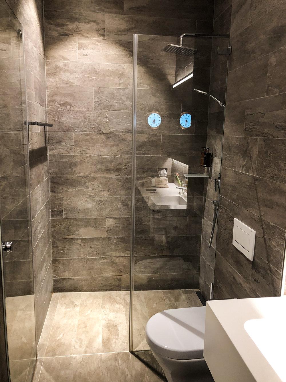 Swiss Business Class Lounge Shower in Zurich