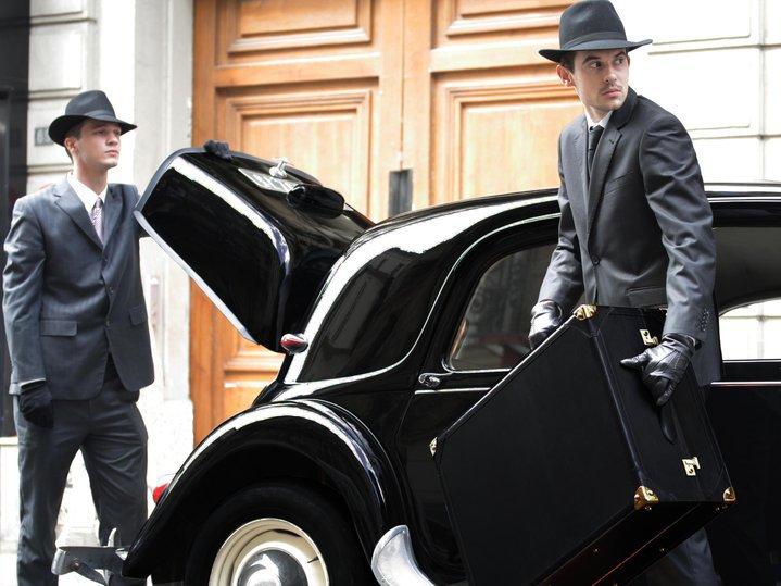 black-suitcase-leather-boxleather-afona-advertisement-shooting.jpg