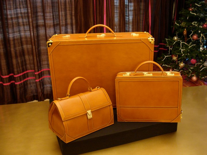 leather-suitcase-attache-case-vanity-doctorbag-travelbags-luxury-londonbox-boxleather-lamb.jpg