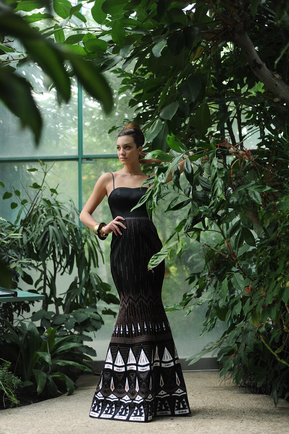 black-long-dress-evening-gown-embroidered-mermaid-cut.JPG