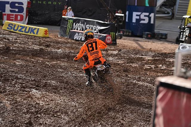 P-10 for @mcastelo_ in SLC! One more to go, next stop Las Vegas! . . @skidsteersolutions @eterra_usa @racetracksupercross @twisteddevelopmentracing @yamahamotorusa  @fmf73 @ridedunlop @enzoracingkyb  @jepistons @matrixconcepts @avidmx @twin_air @motionpro @cometicgaskets @hinsonracing @galferusa @tagmetalsracing @tmdesignworks @worksconnection @motoseat @radikalracing @canvasmx @deftfamily @gaerne @btosports @xbrandgoggles @therideofmylife @rynopower @houseofmotorcycles @rynoglobal @racerxonline @vitalmx @dirtridermag @motocrossactionmag @vpracingfuels @monsterenergy @supercrosslive  @mcastelo_ @justinhoeft @michael_leib  #vortexcdi #worldwidebearing #jameslitho #sx #supercross #moto #sport #bike #sxonfox #sxlife #houseofmotorcycles