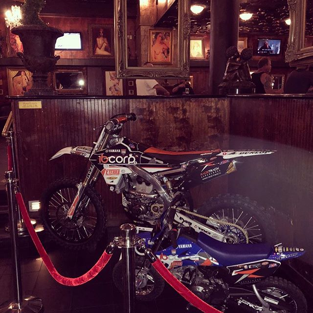 Supercross VIP Pre-Party! Tonight!! 7-9 PM WIN THIS BIKE!! OPEN BAR #supercross #vegasstrong @supercrosslive #dirtbike #sxonfox #monsterenergysupercross